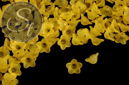 20 pcs. yellow lucite-flowers frosted 13mm-31