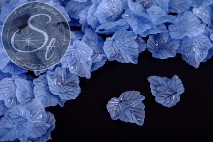 20 pcs. blue lucite-leaves frosted 24mm-31