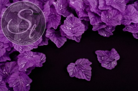 20 pcs. lilac lucite-leaves frosted 24mm-31