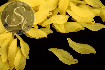 10 pcs. yellow lucite-leaves frosted 39mm-31