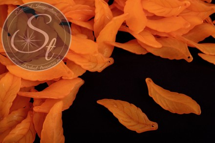 10 pcs. orange lucite-leaves frosted 39mm-31