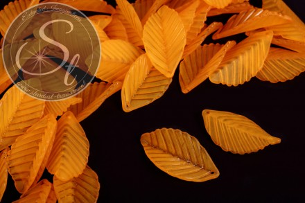 10 pcs. orange lucite-leaves frosted 35mm-31