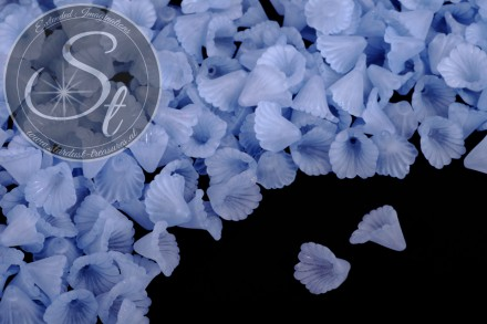 20 pcs. blue lucite-flowers frosted 12mm-31