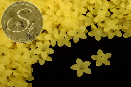 20 pcs. yellow lucite-flowers frosted 17mm-31