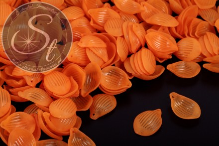 20 pcs. orange lucite-leaves frosted 22mm-31