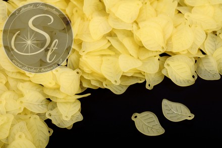 20 pcs. yellow lucite-leaves frosted 17.5mm-31