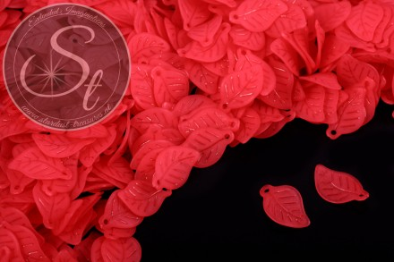 20 pcs. red lucite-leaves frosted 17.5mm-31