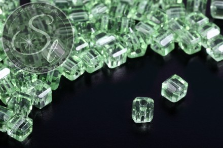 40 pcs. faceted cube-shaped light-green glass beads 4mm-31