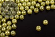 40 Stk. olivgrüne Wachs Glas Perlen 6mm-20